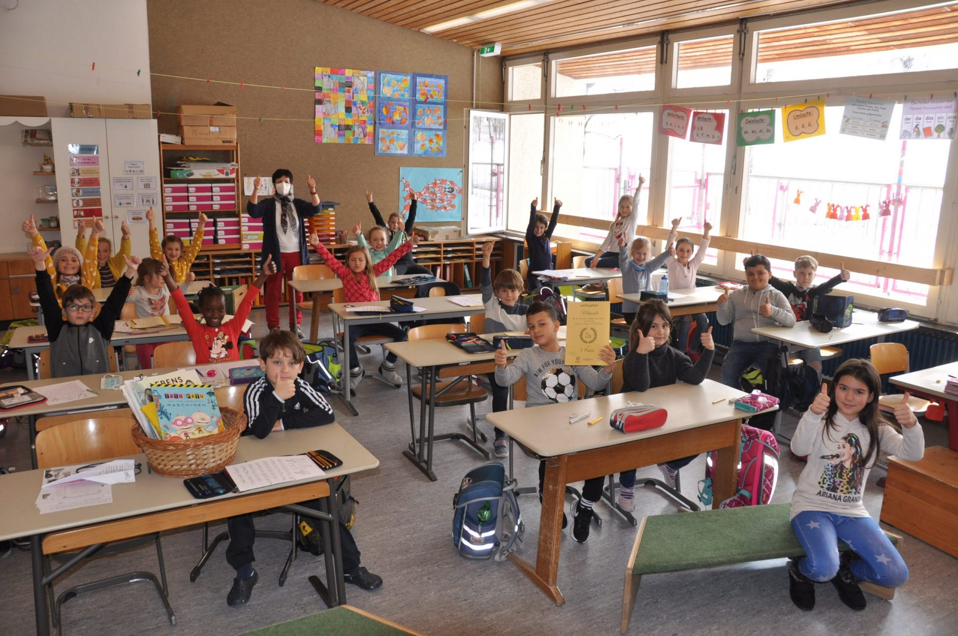 Bücherturm-Projekt:Klasse 2a gewinnt im Februar
